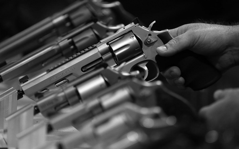 HANDGUN PURCHASER LICENSING LAWS LINKED TO FEWER FIREARM HOMICIDES IN LARGE, URBAN AREAS